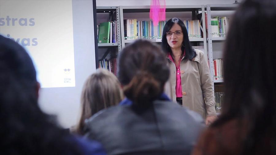 Eliana Cunha falando sobre Educação Inclusiva para profissionais da Educação.